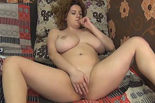 Boubelka masturbuje