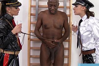 Ochočí si negra k sexu