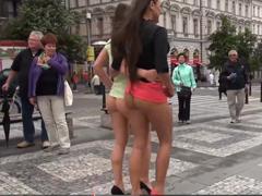 Projdou se nahé po Praze