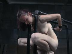 BDSM hrátky s nevinnou dívkou