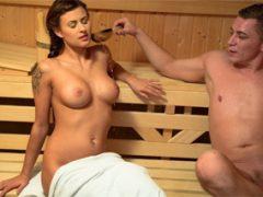 Nevychovaní Češi šukají v sauně