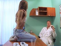 FakeHospital – svede doktora k sexu