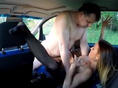 Česká kurvička se nechá ošukat v autě