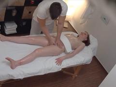 Česká kočička přijde na masáž