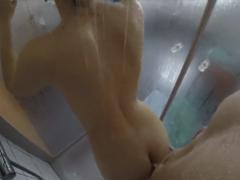 Prcám svojí mladou ve sprše