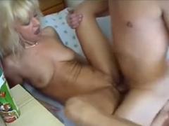 Česká mamina vyprcaná vlastním synem