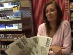 Česká milf podlehne za peníze