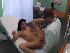 FakeHospital – uspokojená pacientka