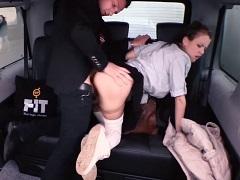 Mladá  česká studentka svedla svého taxikáře
