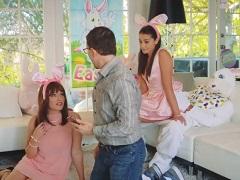 Velikonoční zajíček vymrdá svou mladou neteř