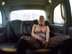 Zralá kurva si užije s taxikářem