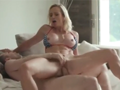 Sexuchtivou mámu prošuká k orgasmu