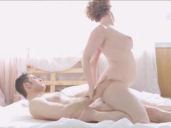 Manželský páreček experimentuje v ložnici