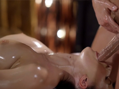 Božskou masáž zakončí luxusním výstřikem
