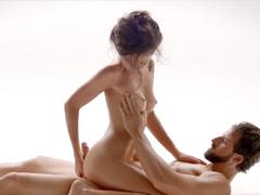 Dlouhá masáž doplněná o něžné milování