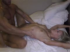 Žhavá blondýnka zažije brutálně divoký sex